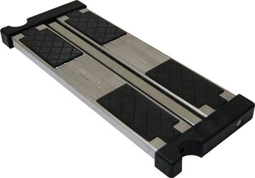 Сдвоенная ступень с противоскольз. поверхностью для лестниц  (арт. 54.., 55.., 56.. с 2013 г.)