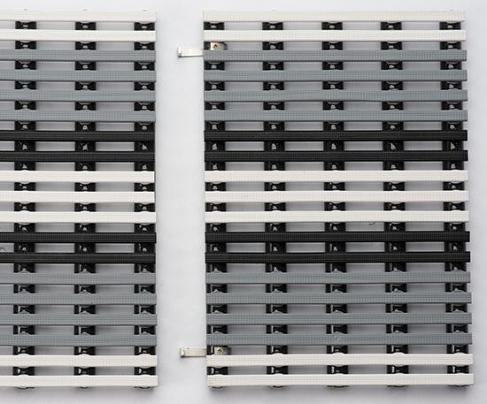Скоба соединительная для цветных решеток Novum из V4A (рекомендовано до 100 мм - 1 шт., до 300 мм - 2 шт., свыше 300мм - 3 шт.)