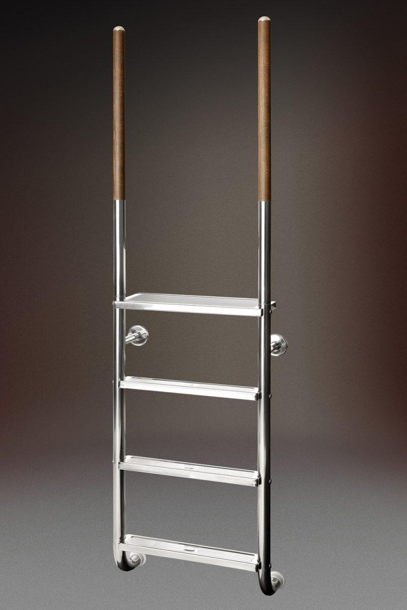 Лестница ROMA 23, 4-ступени, (фланцевое крепление), AISI 316/поручни-дерево